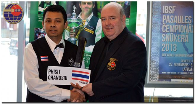 Winner of Masters Championship, Phisit Chandsri of Thailand with IBSF President, Jim Leacy