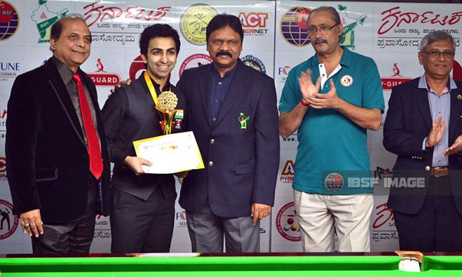 Pankaj Advani with BSFI officials
